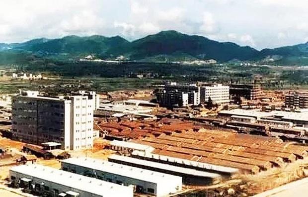 Hoa Cường Bắc: Khu chợ điện tử nổi tiếng nhất Trung Quốc nay đã bị nhuộm hồng bởi đồ mỹ phẩm - Ảnh 1.