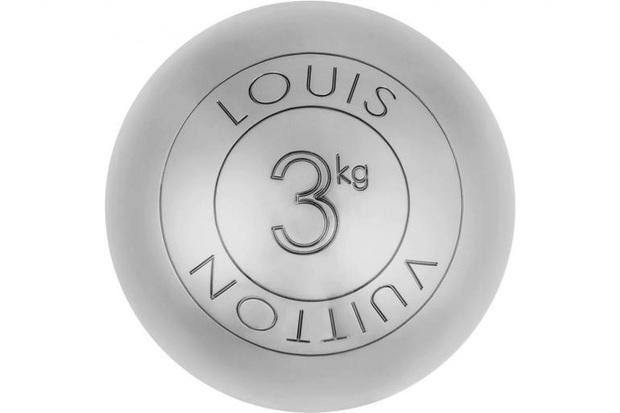 Louis Vuitton bán cặp tạ tay với giá 61,5 triệu đồng, chứng minh sức nặng đồng tiền là có thật! - Ảnh 2.
