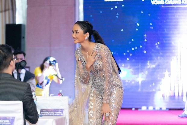Hoa hậu HHen Niê mặc jumpsuit xuyên thấu: Sự chú ý của dân tình lại va ngay vào miếng lót ngực to lù lù - Ảnh 3.