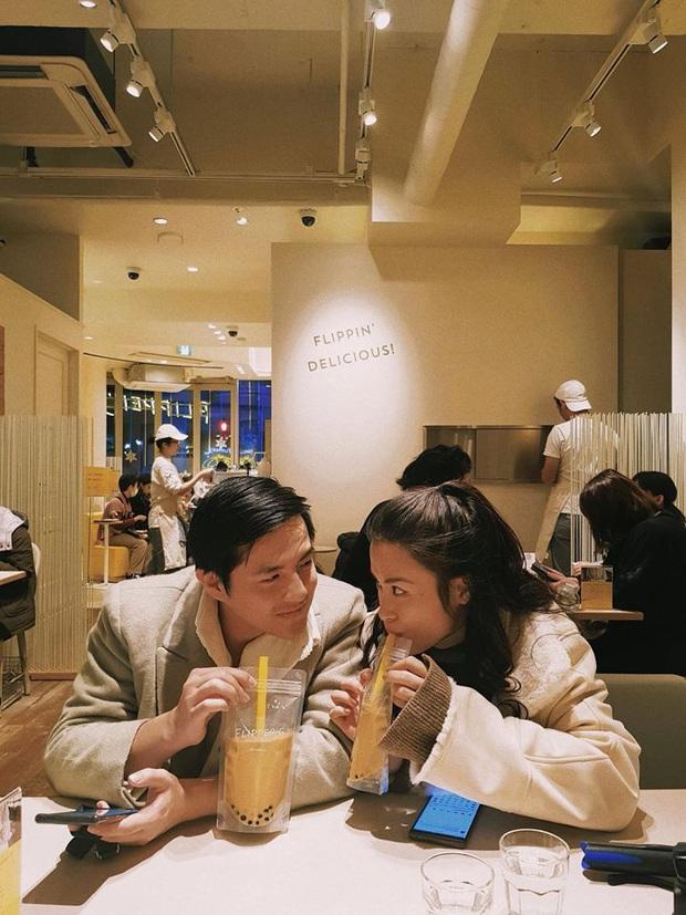 """Cùng là mê trà sữa nhưng trong khi Trường Giang đích thân đi mua cho vợ thì Trấn Thành lại... tranh uống với Hari, đôi Nhi - Thắng còn """"phát cuồng"""" - Ảnh 9."""