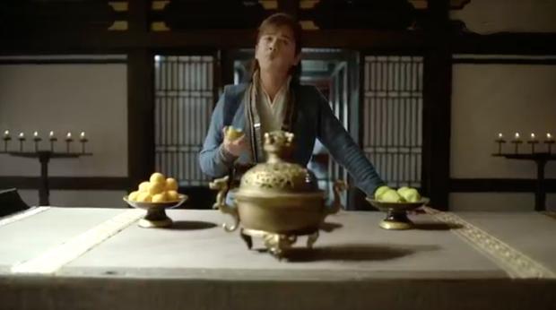 Tín vật định tình kì cục của Khánh Dư Niên: Nàng trao một cái đùi gà, chàng đem về cất vào hộp ngọc? - Ảnh 2.