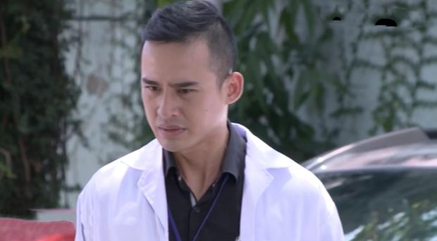 Bác sĩ Minh sợ nghiệp quật tới mức phẫu thuật lộn tiệm: Sơ sót khiến bệnh nhân toé máu ở tập 25 Không Lối Thoát - Ảnh 1.