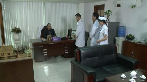 Bác sĩ Minh sợ nghiệp quật tới mức phẫu thuật lộn tiệm: Sơ sót khiến bệnh nhân toé máu ở tập 25 Không Lối Thoát - Ảnh 11.
