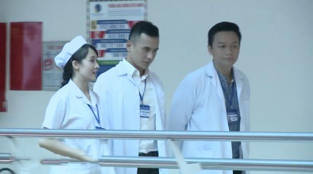 Bác sĩ Minh sợ nghiệp quật tới mức phẫu thuật lộn tiệm: Sơ sót khiến bệnh nhân toé máu ở tập 25 Không Lối Thoát - Ảnh 12.