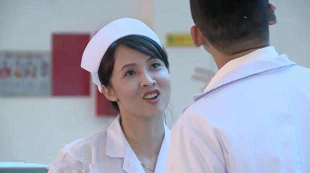 Bác sĩ Minh sợ nghiệp quật tới mức phẫu thuật lộn tiệm: Sơ sót khiến bệnh nhân toé máu ở tập 25 Không Lối Thoát - Ảnh 13.