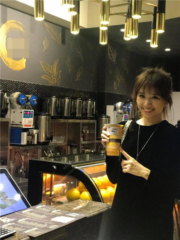 """Cùng là mê trà sữa nhưng trong khi Trường Giang đích thân đi mua cho vợ thì Trấn Thành lại... tranh uống với Hari, đôi Nhi - Thắng còn """"phát cuồng"""" - Ảnh 5."""
