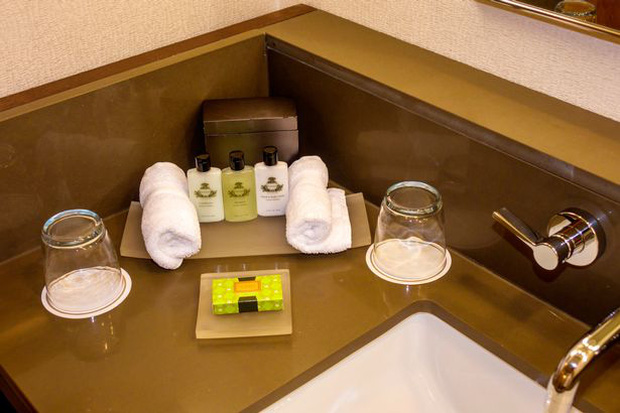 Những món đồ bạn có thể thoải mái cầm về từ khách sạn, hoá ra thứ bị khách lấy nhiều nhất lại là… đồ uống - Ảnh 2.