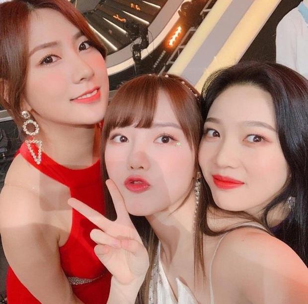 """Joy (Red Velvet) cùng 96-line của GFriend và APink xuất hiện tại phòng tập của SM, là """"thính"""" sân khấu đặc biệt sau tin đồn kết hợp cùng TWICE? - Ảnh 2."""