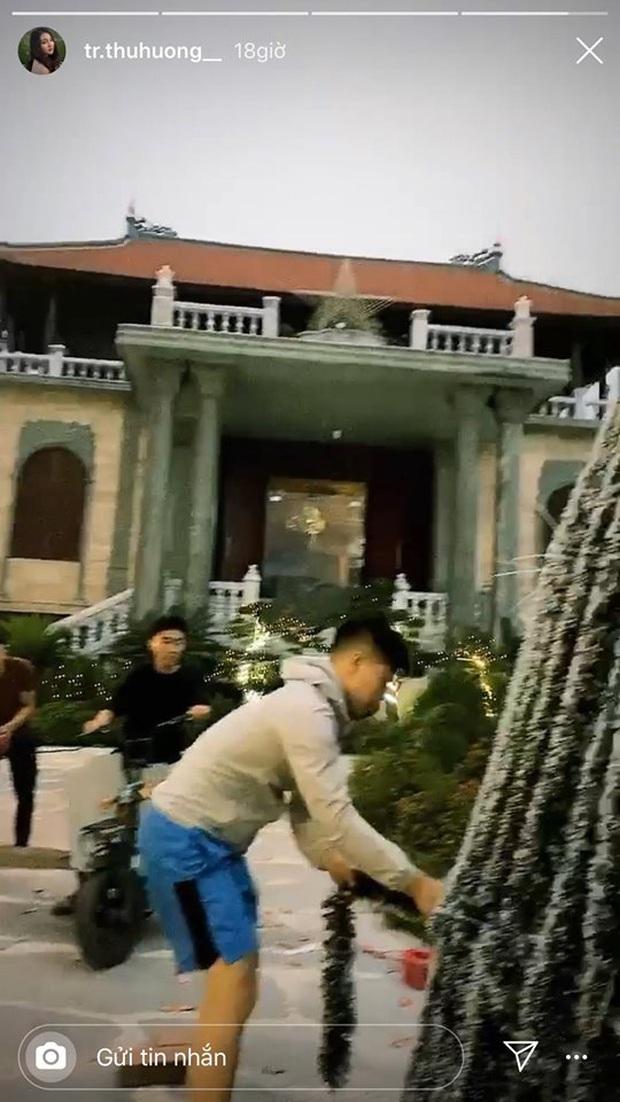 Cô dâu 200 cây vàng khoe trang hoàng nhà cửa dịp Giáng sinh, để lộ hình ảnh nơi ở là biệt phủ siêu to khổng lồ - Ảnh 2.