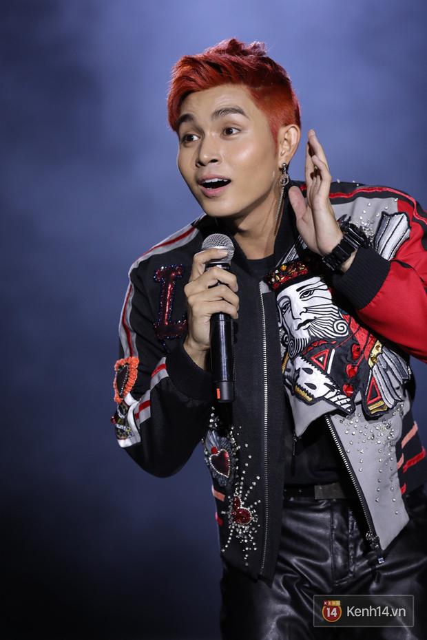 Liveshow 10 năm của Ngô Kiến Huy nhưng Hoàng Thuỳ Linh lẫn Jun Phạm đều tranh thủ PR ca khúc mới nóng bỏng tay trước 15000 khán giả - Ảnh 11.