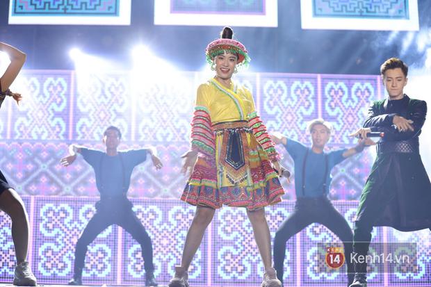 Liveshow 10 năm của Ngô Kiến Huy nhưng Hoàng Thuỳ Linh lẫn Jun Phạm đều tranh thủ PR ca khúc mới nóng bỏng tay trước 15000 khán giả - Ảnh 5.