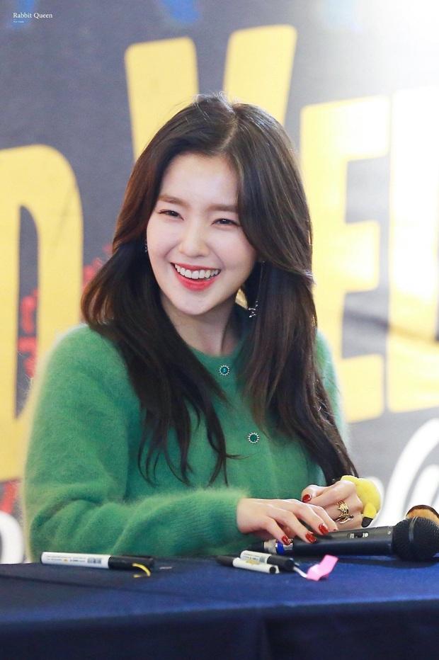 Sướng đến khóc thét như ekip của Chungha và Irene (Red Velvet): Người sốc vì túi ví quá đắt tiền, người khóc vì airpod hàng fake! - Ảnh 6.