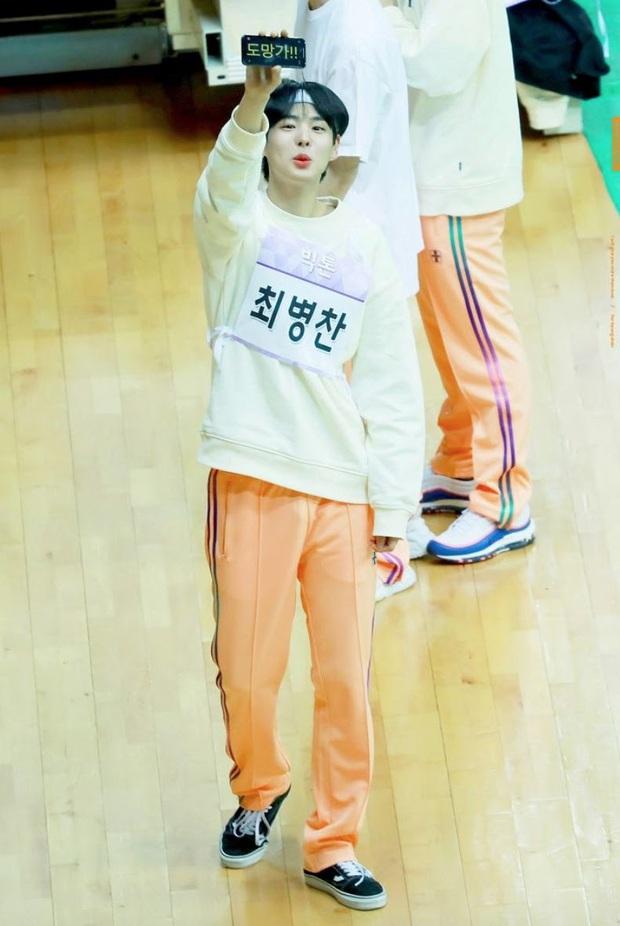 Pha đáng yêu cực mạnh đến từ Choi Byungchan (VICTON): Giơ điện thoại giục fan Về nhanh, đừng đợi anh, kẻo muộn! - Ảnh 1.
