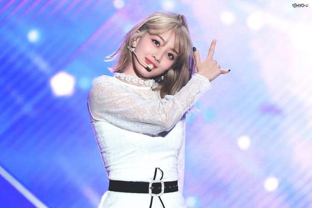 7 idol Hàn có mái tóc ảo diệu nhất 2019: Lột xác ngoạn mục là Wendy, gây shock cực đại là IU, V, Solar - Ảnh 3.