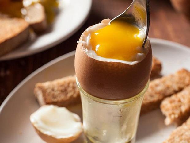 Ăn trứng gà như thế nào tốt: Chín, tái hay sống - Ảnh 1.