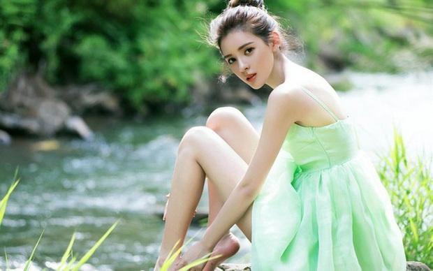 Dàn bạn gái xinh đẹp, quyến rũ của thiếu gia ăn chơi bậc nhất Trung Quốc Vương Tư Thông - Ảnh 19.