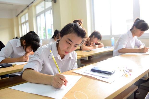 Đề thi văn Từ bỏ cũng là một lựa chọn của TP Đà Nẵng gây tranh cãi: Người khen hay, người chê tiêu cực  - Ảnh 2.
