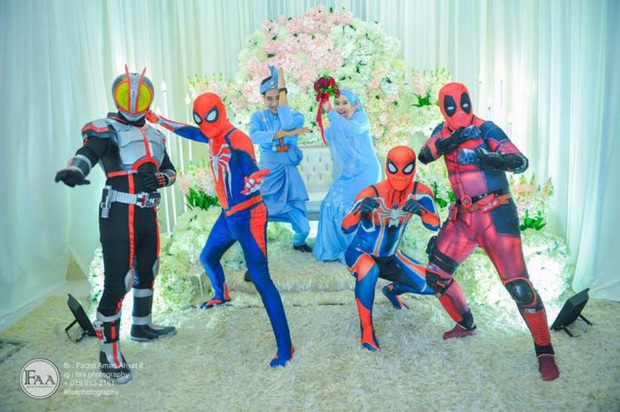Đi đám cưới cô em út, 4 ông anh ruột diện đồ siêu anh hùng để dọa chú rể: Nhớ chăm sóc em gái bọn anh cho tốt nhé - Ảnh 5.