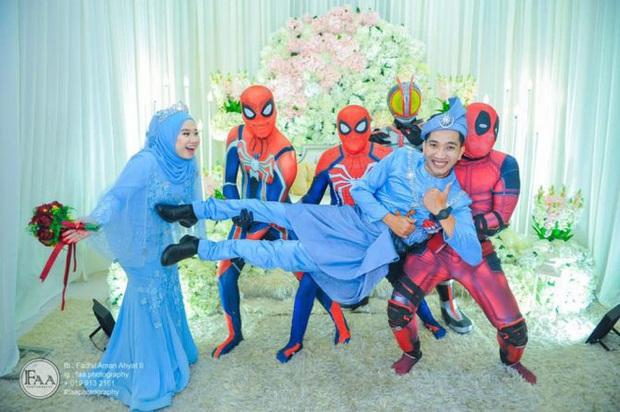 Đi đám cưới cô em út, 4 ông anh ruột diện đồ siêu anh hùng để dọa chú rể: Nhớ chăm sóc em gái bọn anh cho tốt nhé - Ảnh 6.