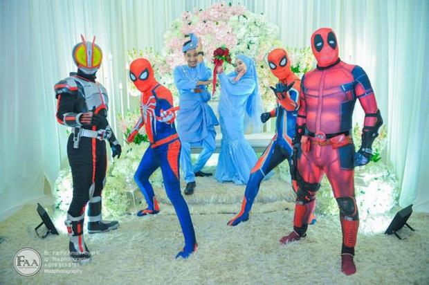 Đi đám cưới cô em út, 4 ông anh ruột diện đồ siêu anh hùng để dọa chú rể: Nhớ chăm sóc em gái bọn anh cho tốt nhé - Ảnh 7.