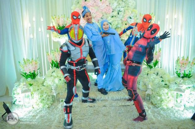 Đi đám cưới cô em út, 4 ông anh ruột diện đồ siêu anh hùng để dọa chú rể: Nhớ chăm sóc em gái bọn anh cho tốt nhé - Ảnh 8.