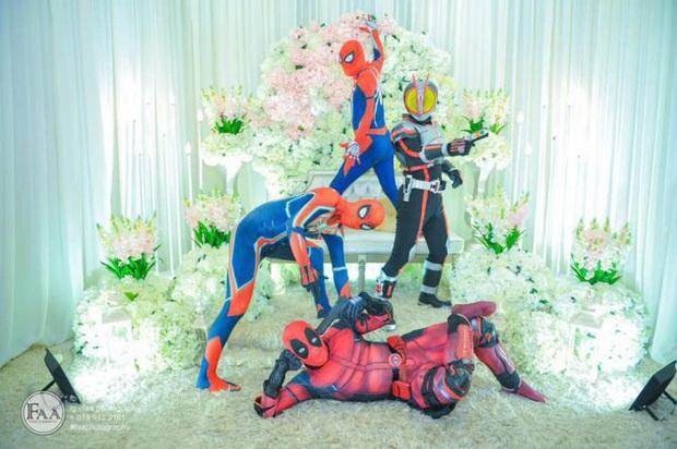Đi đám cưới cô em út, 4 ông anh ruột diện đồ siêu anh hùng để dọa chú rể: Nhớ chăm sóc em gái bọn anh cho tốt nhé - Ảnh 9.