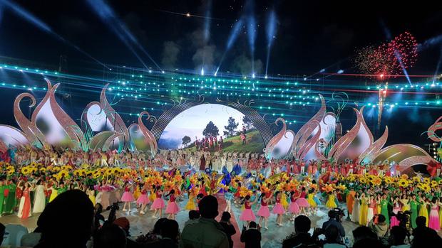 Rực rỡ đêm khai mạc Festival Hoa Đà Lạt 2019 - Ảnh 1.