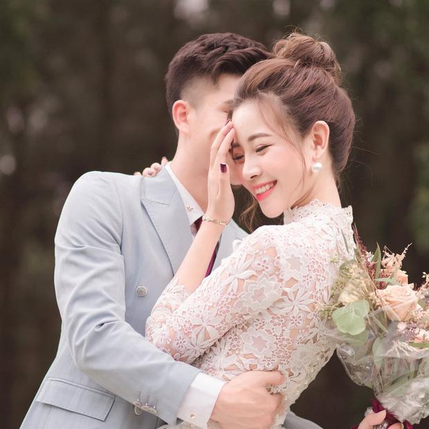 Vợ Phan Văn Đức xinh đẹp trong đám hỏi, khoe dàn phù dâu nhan sắc không phải dạng vừa - Ảnh 1.