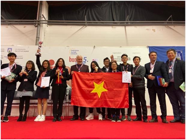 Người tiên phong: Học sinh Việt mang phát minh ra thế giới chinh chiến - Ảnh 2.