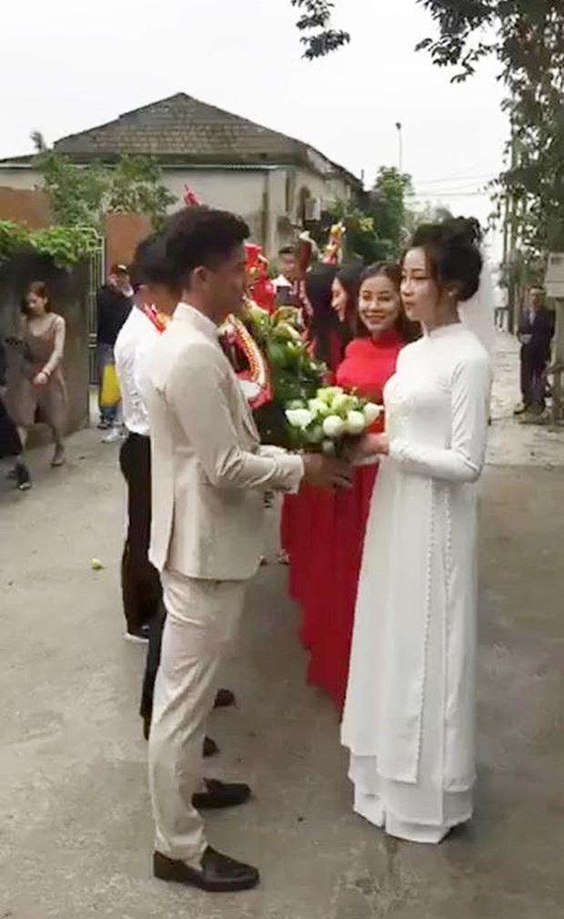 Vợ Phan Văn Đức khoe vàng đeo kín tay, trĩu cổ sau đám hỏi, còn vui vẻ: Lấy chồng cho bằng bạn bằng bè! - Ảnh 5.