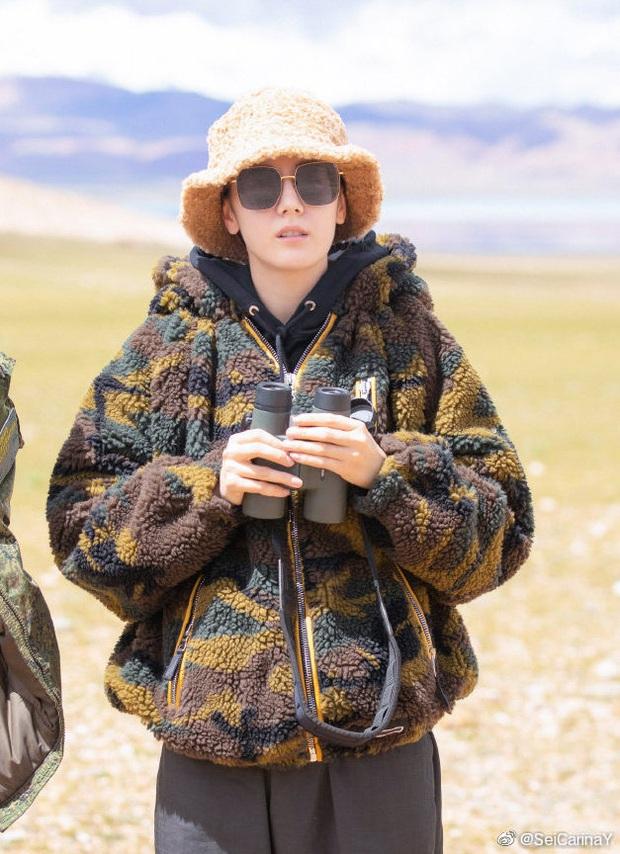 Mũ bucket lông cừu mà Angela Baby, Nhiệt Ba và cả loạt sao Hoa ngữ cùng mê mẩn, đây đúng là item hot nhất mùa lạnh này - Ảnh 2.