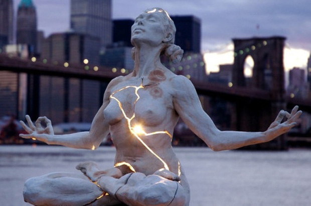 7 bức tượng điêu khắc nổi tiếng ẩn chứa bên trong những câu chuyện đầy nhân văn, có thể khiến mọi con tim phải rơi lệ - Ảnh 2.