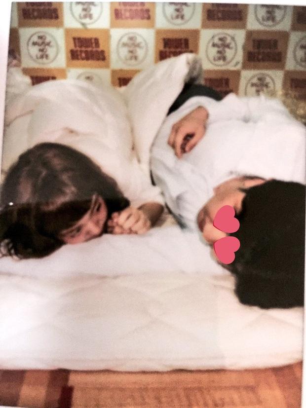 Điều gây sốc chỉ có ở showbiz Nhật: Girlgroup có dịch vụ giường chiếu, nữ idol 23 tuổi vẫn tắm chung với bố và hơn thế - Ảnh 1.