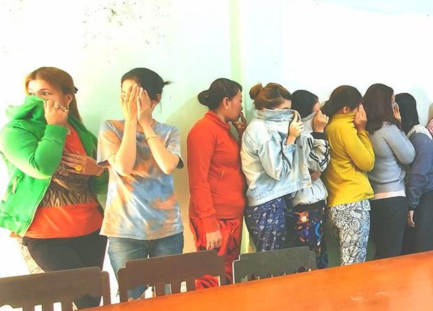 17 quý bà đánh bạc trong chòi hoang để kiếm tiền ăn Tết - Ảnh 2.