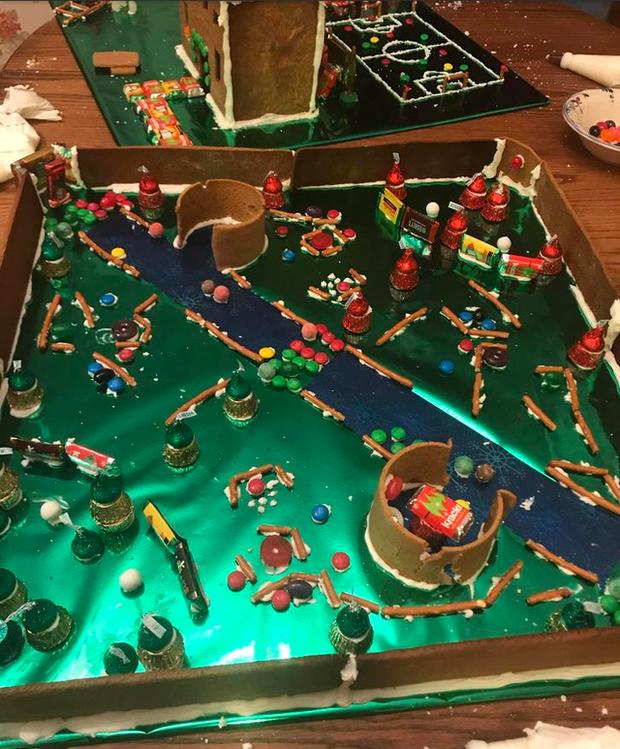 Quá đam mê, một game thủ tự mình làm bản đồ LMHT bằng bánh gừng dù đang trong kỳ nghỉ Giáng Sinh - Ảnh 3.