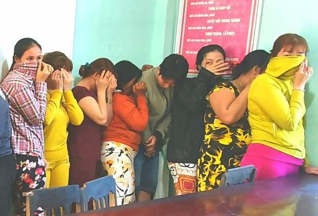 17 quý bà đánh bạc trong chòi hoang để kiếm tiền ăn Tết  - Ảnh 3.