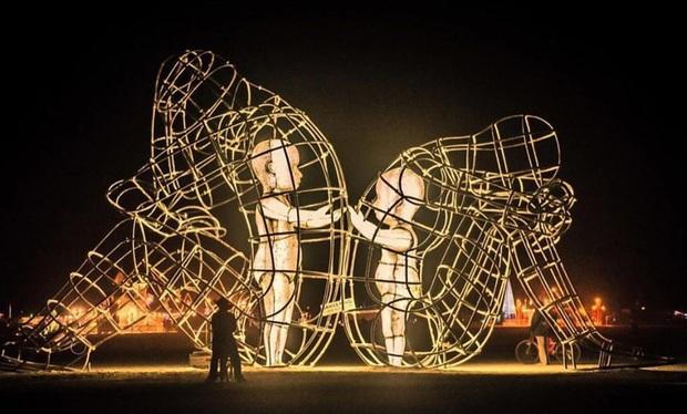 7 bức tượng điêu khắc nổi tiếng ẩn chứa bên trong những câu chuyện đầy nhân văn, có thể khiến mọi con tim phải rơi lệ - Ảnh 4.