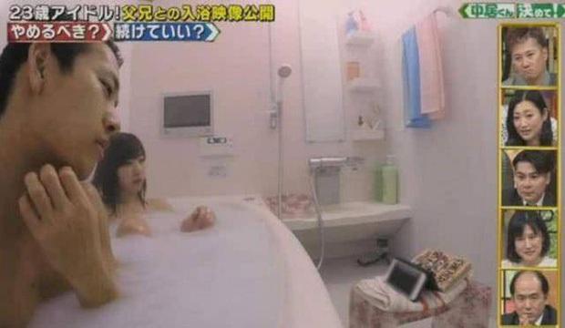 Điều gây sốc chỉ có ở showbiz Nhật: Girlgroup có dịch vụ giường chiếu, nữ idol 23 tuổi vẫn tắm chung với bố và hơn thế - Ảnh 8.