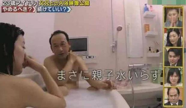 Điều gây sốc chỉ có ở showbiz Nhật: Girlgroup có dịch vụ giường chiếu, nữ idol 23 tuổi vẫn tắm chung với bố và hơn thế - Ảnh 9.
