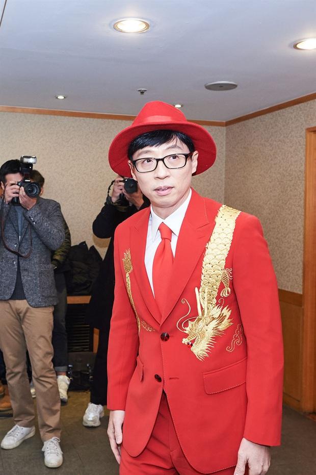 Xót xa phản ứng của Yoo Jae Suk khi lên tiếng về nghi án quấy rối tình dục ở họp báo, đến phóng viên Hàn còn thấy thương - Ảnh 2.