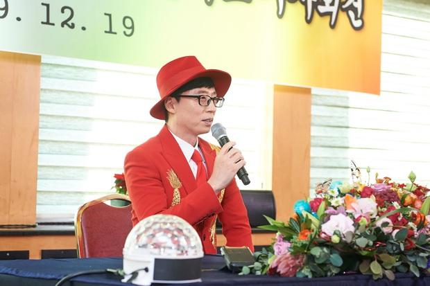Xót xa phản ứng của Yoo Jae Suk khi lên tiếng về nghi án quấy rối tình dục ở họp báo, đến phóng viên Hàn còn thấy thương - Ảnh 4.