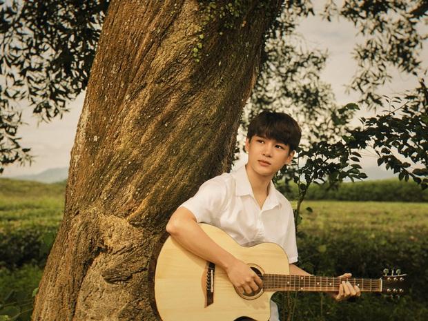 Chủ động giấu hẳn giọng hát Phan Mạnh Quỳnh trong phim, Victor Vũ thật sự đưa Mắt Biếc lên tầm cao mới! - Ảnh 2.