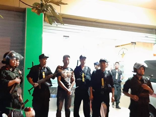Toàn đen cầm đầu nhóm giang hồ khống chế uy hiếp giám đốc bệnh viện Tâm Hồng Phước đòi nợ bị khởi tố - Ảnh 7.