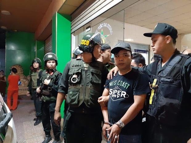 Toàn đen cầm đầu nhóm giang hồ khống chế uy hiếp giám đốc bệnh viện Tâm Hồng Phước đòi nợ bị khởi tố - Ảnh 1.