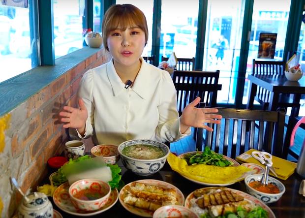 Dân tình đứng hình 5s trước cách ăn phở của người Hàn: cho nguyên… miếng chanh chưa vắt vào bát, vẫn ăn ngon lành! - Ảnh 2.