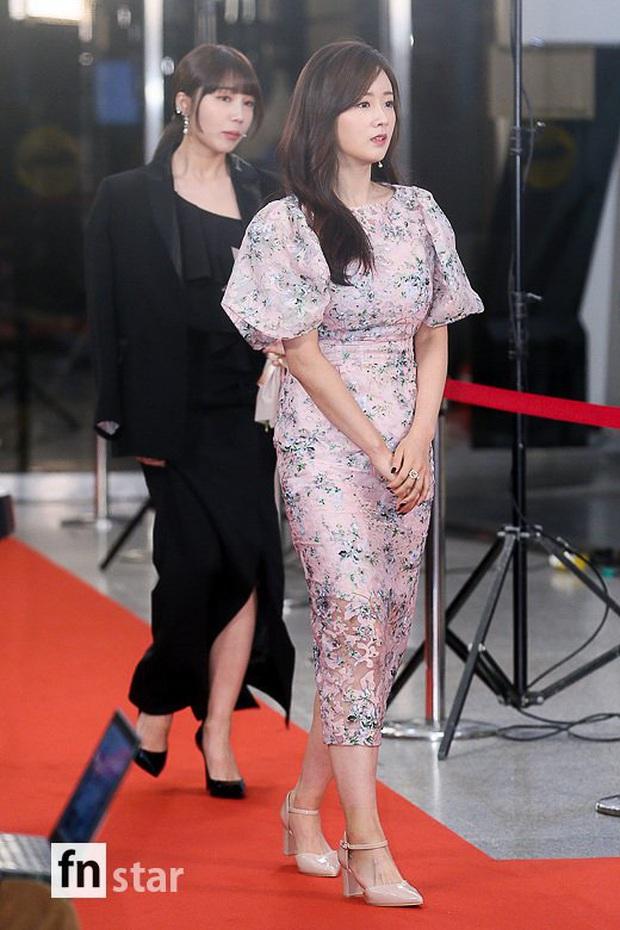Thảm đỏ KBS Entertainment Awards: Yoo Jae Suk lộ diện hậu bê bối, mỹ nhân Vườn sao băng lấn át Apink và quân đoàn sao - Ảnh 11.