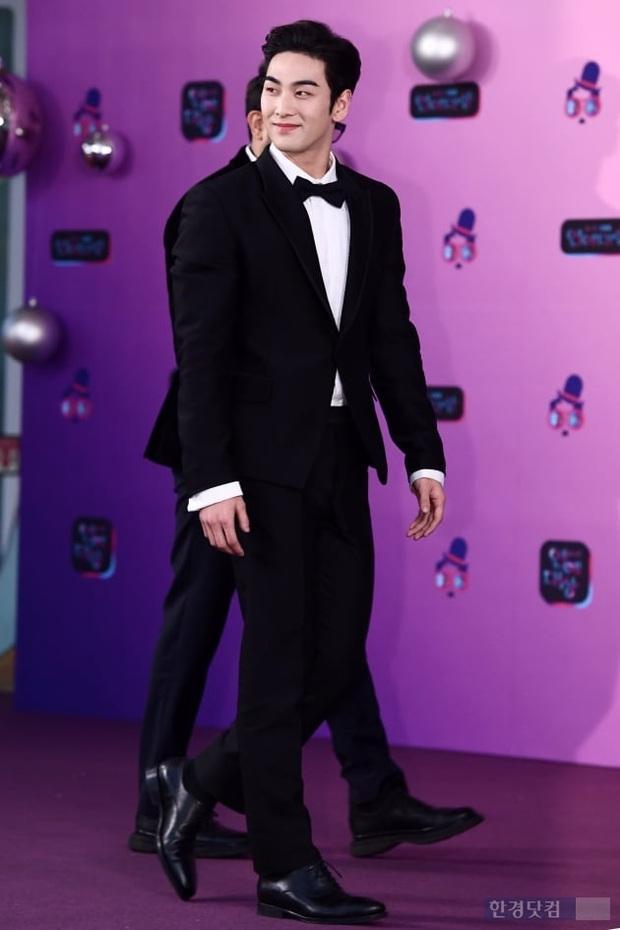 Thảm đỏ KBS Entertainment Awards: Yoo Jae Suk lộ diện hậu bê bối, mỹ nhân Vườn sao băng lấn át Apink và quân đoàn sao - Ảnh 20.