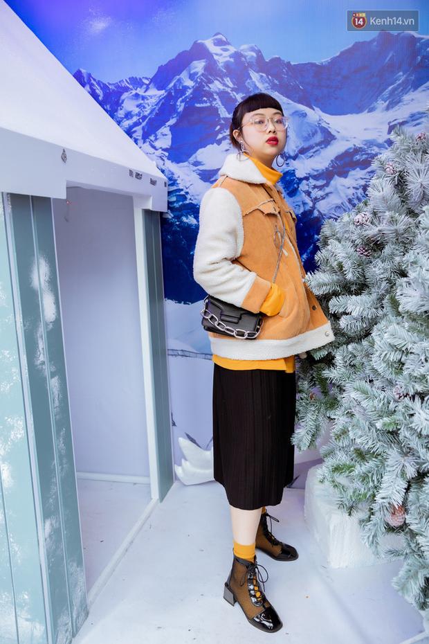 Street style giới trẻ tại The New District Hà Nội: Ai cũng quẩy đồ ngầu lòi lăng xê áo phao, áo nỉ, mặc càng ấm lại càng chất! - Ảnh 5.