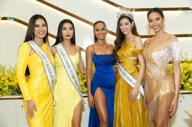 Top 3 Hoa hậu Hoàn vũ, H'Hen Niê, Hương Giang đọ sắc bất phân cùng khung hình, netizen dán mắt vào chân dài của 5 người - Ảnh 2.