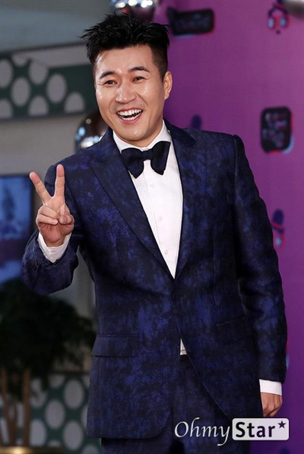 Thảm đỏ KBS Entertainment Awards: Yoo Jae Suk lộ diện hậu bê bối, mỹ nhân Vườn sao băng lấn át Apink và quân đoàn sao - Ảnh 22.
